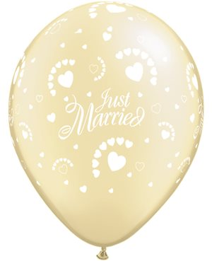 Just Married Hearts-A-Round Pearl Ivory